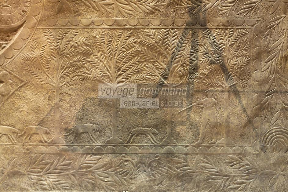 Europe/France/Aquitaine/64/Pyrénées-Atlantiques/Pays-Basque/Bayonne: Musée Basque - Bas relief du chasseur - linteau du portail d'entrée d'une maison de Hélette, Basse-Navarre