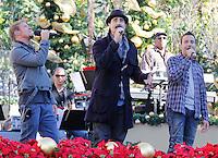 11 NOVEMBRE 2012 - LOS ANGELES - ETATS-UNIS -   BRIAN LITTRELL HOWIE DOROUGH ET KEVIN RICHARDSON EN REPETITION POUR LEUR PERFORMANCE LORS DE L'ILLUMINATION DE L' ARBRE DE NOEL DE THE GROVE (KDENA/NortePhoto)
