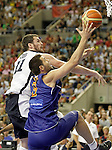 Spain's Felipe Reyes (r) and USA's Kevin Love during friendly match.July 24,2012. (ALTERPHOTOS/Acero)