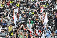SAO PAULO,SP, 01 DE FEVEREIRO 2013 CIDADES - PROTEATO MOTOBOY - Concentração NA Av 23 de maio sentido centro de  São Paulo (SP), para realização de protesto na manhã desta sexta-feira (01). As novas regras de segurança para motofrentistas começam a valer neste sábado (2), mas apenas 21 mil dos 500 mil profissionais do estado de São Paulo fizeram o curso obrigatório. Segundo o sindicato, a baixa adesão se deve aos gastos com o curso e com os itens de segurança. FOTO: ADRIANO LIMA / BRAZIL PHOTO PRESS).
