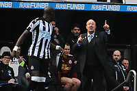 Newcastle United manager Rafa Benítez gives Mohamed Diame of Newcastle United instructions during Newcastle United vs Arsenal, Premier League Football at St. James' Park on 15th April 2018