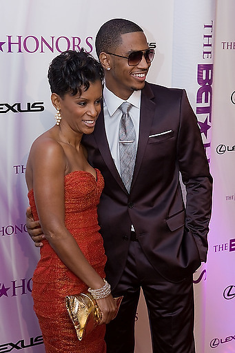 Slug: 2011 BET Honors.Date: 01-16-2011.Photographer: Mark Finkenstaedt.Location:  Wagner Theater, Washington DC.Caption:  2010 BET Honors - Wagner Theater Washington DC.Trey Songz with Mom