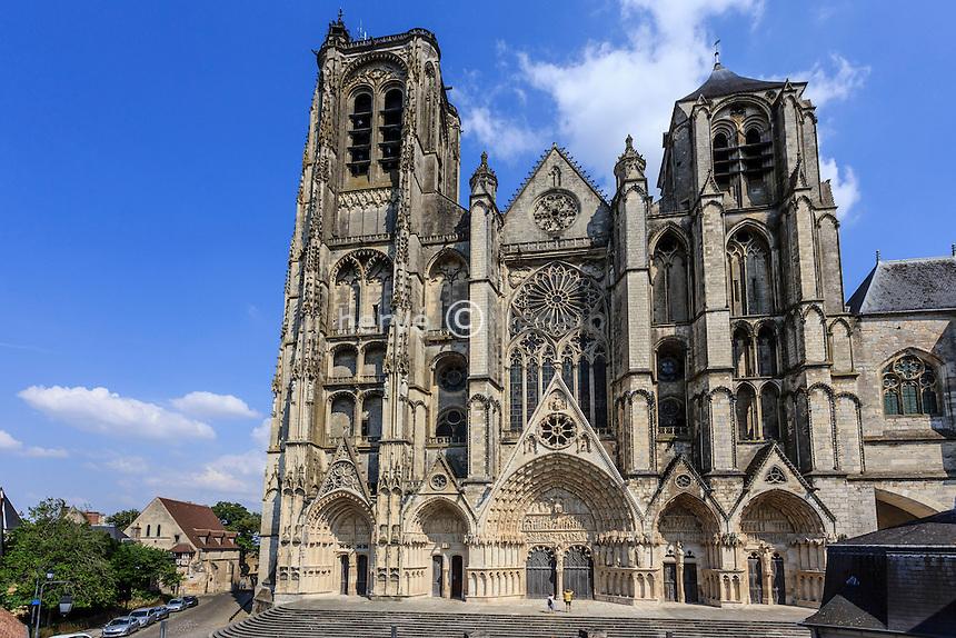 France, Cher (18), Bourges, la cathédrale Saint-Étienne classée Patrimoine mondial de l'UNESCO, la façade occidentale // France, Cher, Bourges, Saint Etienne cathedral, listed as World Heritage by UNESCO,
