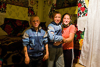 ROMANIA / Maramures / Budesti / 12.09.2006 ..Children of the Sciop household. ..© Davin Ellicson / Anzenberger