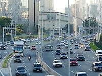 São Paulo - SP - 03fev2012 - Transito bom nesta manhã na Marginal Pinheiros sentido Castelo Branco. Foto: Mauricio Camargo - News Free.