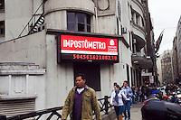 SAO PAULO,SP, 03 DE ABRIL DE 2012 – IMPOSTOMETRO – Arrecadacao de impostos  ultrapassa a marca de R$500 bilhoes de reais, segundo o Impostometro da Associacao Comercia de Sao Paulo, localizado na zona central da cidade . FOTO RICARDO LOU -  BRASIL PHOTO PRESS