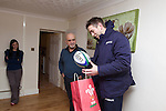 SWALEC-Ryan Jones visit to competition winner Paz Balzano house in Swansea...10.12.12..©Steve Pope