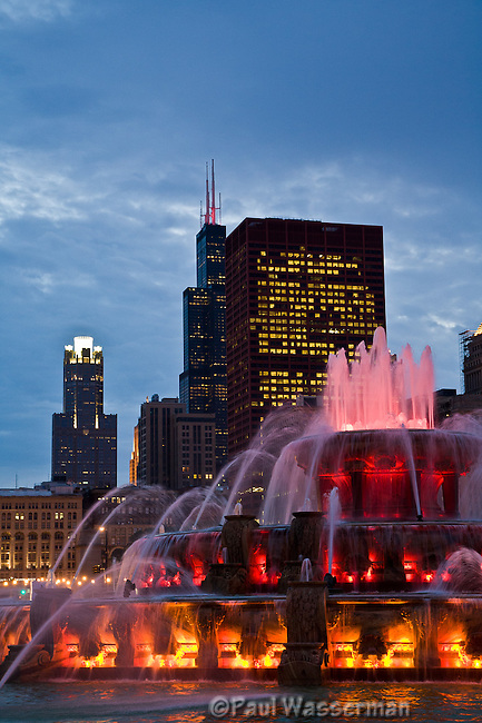Chicago's Buckingham Fountain at twilight