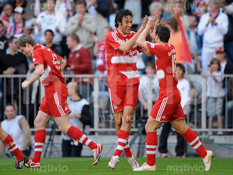 27.04.2008 Fussball Bundesliga Saison 2007/08 FC Bayern Muenchen - VFB Stuttgart Jubel (FCB), v.l.: Marcell JANSEN, Torschuetze Luca TONI und Miroslav KLOSE.