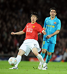 Manchester United's Park Ji-sung and Deco of Barcelona during the Champions League semi-final 2nd leg match at Old Trafford, Manchester. Picture date 29th April 2008. Picture credit should read: Simon Bellis/Sportimage