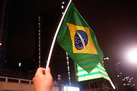 SÃO PAULO,SP, 16.03.2016 - PROTESTO-SP - Manifestantes realizam um protesto na Avenida Paulista, em São Paulo, na noite desta quarta-feira (16), depois da nomeação do ex-presidente Luiz Inácio Lula da Silva como Ministro Chefe da Casa Civil, no governo de Dilma Rousseff. O grupo pede também pelo impeachment da presidente. (Foto: Gabriel Soares/Brazil Photo Press/Folhapress)