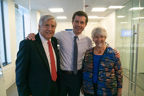 Mayor Pete Buttigieg takes a photo with Greg Rosenbaum, venture capitalist and Dem donor and former chair of the National Jewish Democratic council, and his wife Marti during a communal parlor meeting at the offices of Bluelight Strategies in Washington D.C., U.S. on May 23, 2019.<br /> <br /> Credit: Stefani Reynolds / CNP