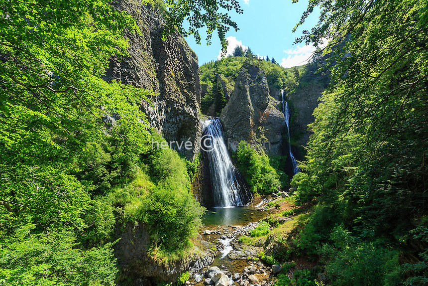 France, Ardèche (07), Parc naturel régional des Monts d'Ardèche, Péreyres, cascade du Ray-Pic dans les gorges de la Bourges // France, Ardeche, parc naturel regional des Monts d'Ardeche (Regional natural reserve of the Mounts of Ardeche), Pereyres, Ray Pic waterfall