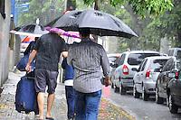 RECIFE, PE, 04 DE MARÇO 2013 - CLIMA TEMPO PERNAMBUCO - Tempo chuvoso na região norte de Recife na manhã desta segunda-feira,04. (FOTO: LÍBIA FIORENTINO / BRAZIL PHOTO PRESS).