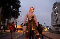 SAO PAULO 11.09.2014 - MTST ATO CONTRA DISCRIMINACAO - <br /> <br /> Ato contra desigualdade do MTST na ocupação Chico Mendes, no Morumbi, reune mais de 500 pessoas. Eles protestaram contra o preconceito e discriminação dos moradores e síndica do condomínio Paulistano na noite desta quinta-feira (11).<br /> (FOTO: FABRICIO BOMJARDIM/BRAZIL PHOTO PRESS)