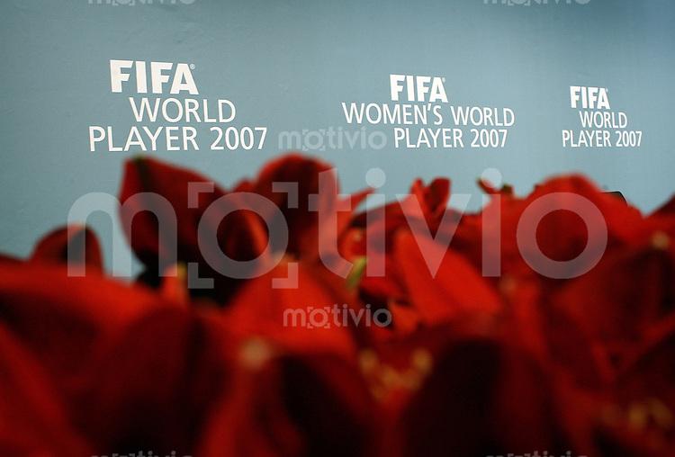 """Sport,    Fussball     International    17.12.07 FIFA World Player Gala 2007 """"Blumen fuer die Besten Spielerinnen 2007"""". Foto zeigt die Dekoration der Pressekonferenz."""
