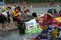 Wyatt Nelson at the dock.St.Louis Grand Prix, St.Louis,MO,USA 19 Aug.2001.Copyright©F.Peirce Williams 2001..F. Peirce Williams .photography.P.O.Box 455 Eaton, OH 45320.p: 317.358.7326  e: fpwp@mac.com.