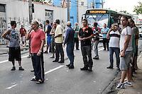 SÃO PAULO,SP,03.02.2014 - PROTESTO FAIXA ONIBUS - Comerciantes da Vila Diva e Vl Guarani na zona leste fecharam a Av. Sapopemba na tarde de hoje em protesto ao horario da faixa exlcusiva de onibus que comeõu a funcionar no ultimo sabado.(Foto Ale Vianna/Brazil photo Press).