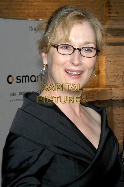 MERYL STREEP.Exhibition opening.May 16th, 2005.headshot portrait glasses.www.capitalpictures.com.sales@capitalpictures.com.© Capital Pictures.