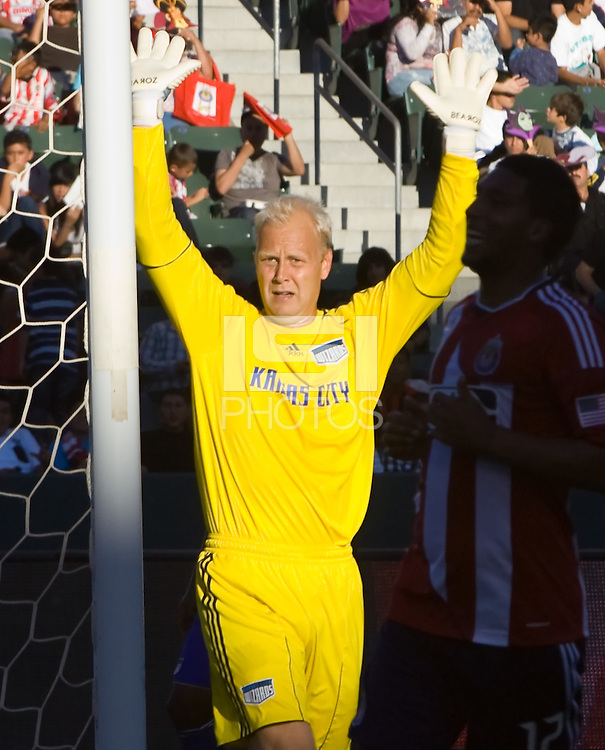 Kansas City goal keeper Jimmy Nielsen prepares for a corner kick. The Kansas City Wizards defeated CD Chivas USA 2-0 at Home Depot Center stadium in Carson, California on Sunday September 19, 2010.
