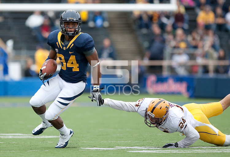 Shane Vereen escapes his defender Max Tabach. Cal Football defeated Arizona State 50-17 at Memorial Stadium in Berkeley, California on October 23rd, 2010.
