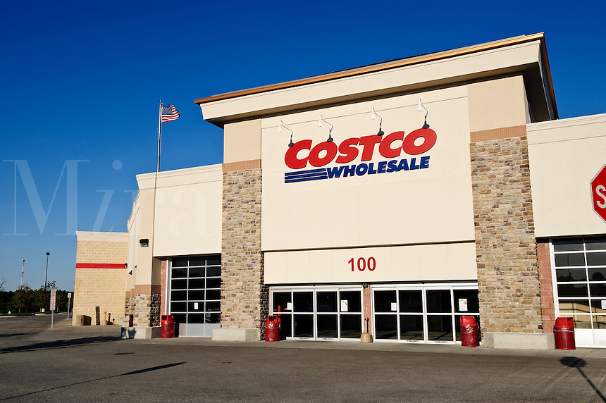 Costco discount shopping club.