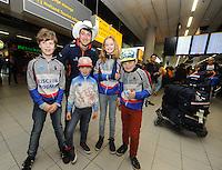 SCHAATSEN: Kai Verbij Schiphol 280217<br /> Supporters en vertegenwoordigers van IJsclub Hoogmade en Kai zijn moeder met de broertjes en zusje verwelkomden de Wereldkampioen Sprint op Schiphol, &copy;foto Martin de Jong