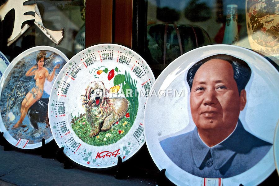 Pratos de porcelana chinesa em Suzhou, China. 1994. Foto de Nair Benedicto.