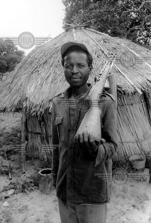 ©Paul Weinberg/Panos Pictures..Mozambique. Militia.