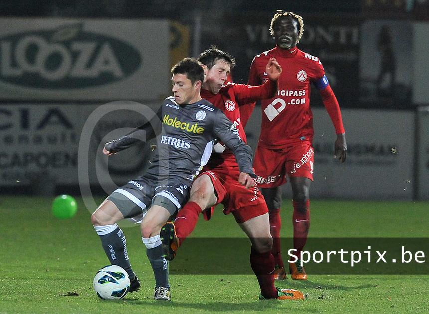 KV Kortrijk - SV Zulte Waregem  : duel tussen Jonathan Delaplace (links) en Brecht Dejaegere.foto VDB / BART VANDENBROUCKE
