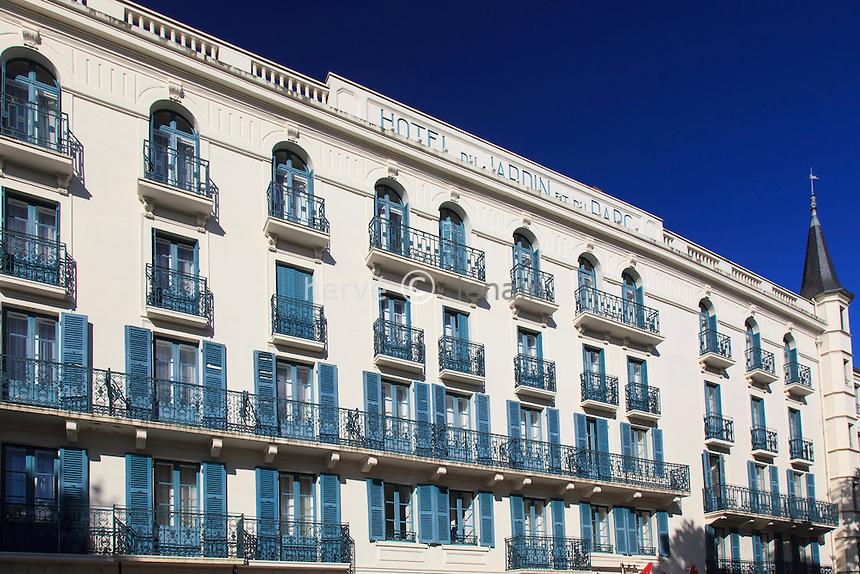 France, Allier (03), Néris-les-Bains, Hôtel le Mona-Lisa à l'enseigne de l'Hôtel du Jardin et du Parc // France, Allier, Neris les Bains, Mona Lisa hotel