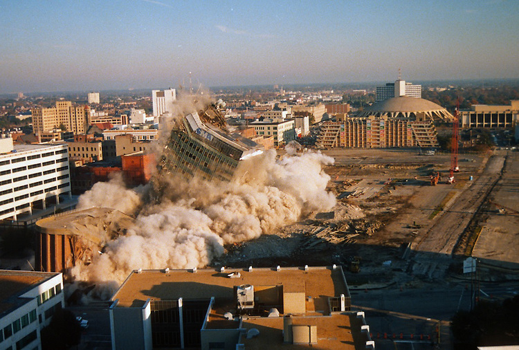 1996 November 24..Redevelopment..Macarthur Center.Downtown North (R-8)..SEQUENCE 10.IMPLOSION OF SMA TOWERS.LOOKING NORTH FROM ROOFTOP .OF MAIN TOWER EAST.PV3..NEG#.NRHA#..
