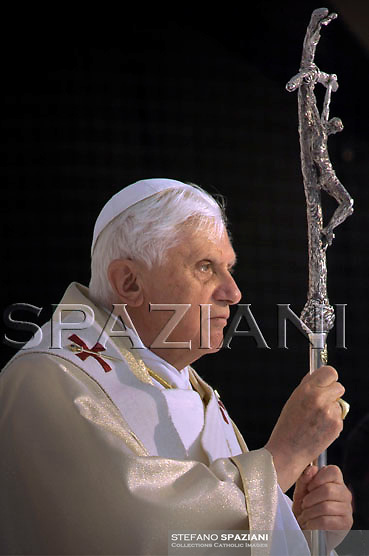 Pope Benedict XVI celebrates a mass in Vigevano, northern Italy,Pope Benedict XVI celebrates a mass in Vigevano, northern Italy.The pontiff is in Vigevano on the first of a two-day visit during which he will also visit the nearby town of Pavia....April 21, 2007.
