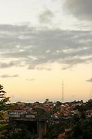 MACEIÓ, AL, 16.07.2016 - CLIMA-AL - Amanhecer no bairro do Farol na manhã deste sábado, (16). com vista para o Vale do Reginaldo periferia de Maceió. (Foto: Alisson Frazão/Brazil Photo Press)