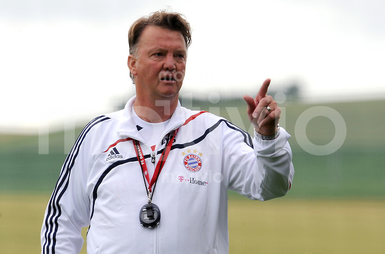 FUSSBALL     1. BUNDESLIGA     SAISON 2009/2010     17.07.2009 Trainingslager in Donaueschingen Training beim FC Bayern Muenchen  Gestik Trainer Louis van Gaal  ( FCB )