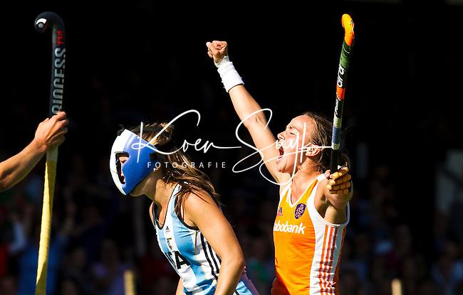 AMSTELVEEN - 3/7/2011 - Maartje Paumen heeft de stand op 3-3 gebracht, zondag tijdens de finale van de Champions Trophy 2011 dames in Amstelveen tussen Nederland en Argentinie (3-3). Nederland wint na shoot outs. FOTO KOEN SUYK  Ramplaan 9a 2015GR Haarlem 0653427677