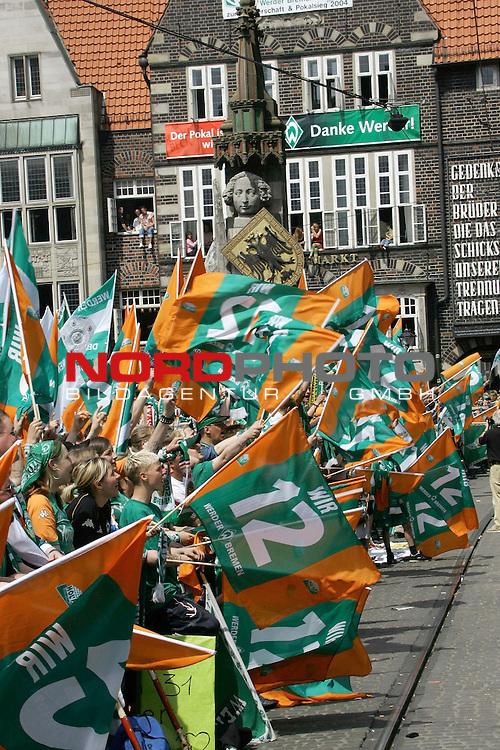 BL 2003/2004 Werder Bremen - Meisterfeier Rathaus Bremen<br /> <br /> <br /> <br /> Stimmung beim Empfan der Bremer Spieler vor dem Rathaus<br /> <br /> <br /> <br /> Foto &copy; nordphoto <br /> <br /> <br /> <br />  *** Local Caption *** Foto ist honorarpflichtig! zzgl. gesetzl. MwSt.<br /> <br />  Belegexemplar erforderlich<br /> <br /> Adresse: nordphoto<br /> <br /> Georg-Reinke-Strasse 1<br /> <br /> 49377 Vechta