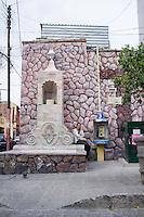 Popular vernacular architecture in colonial San Miguel de Allende, Guanajuato, Mexico