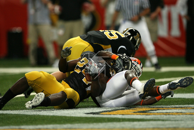30 August 2008:    University of Missouri tailback Derrick Washington (24, left) scores the first touchdown for his team with 10:18 to go in the first quarter as University of Illinois defensive back Travon Bellamy (31, right) tried to bring him down before Washington got to the end zone.  The 2008 State Farm Arch Rivalry game was played at the Edward Jones Dome in St. Louis, Missouri, on August 30, 2008 with the Missouri Tigers coming into the game ranked 6th in the nation and The Fighting Illini ranked 20th.  Missouri defeated Illinois, 52-42.