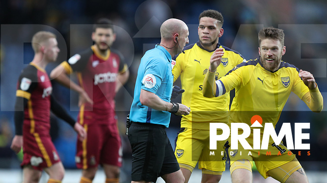 referee Andrew Davies speaks to his assistant Billy Smallwood and overturns the late goal to give a decision Bradfords way to then speak to his other assistant James Mainwaring so then re gives the goal during the Sky Bet League 1 match between Oxford United and Bradford City at the Kassam Stadium, Oxford, England on 16 March 2019. Photo by Thomas Gadd.