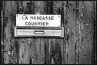 Europe/France/Provence-Alpes-Côte d'Azur/13/Bouches-du-Rhône/Marseille:Sur le port des Goudes boite au lettres  d'une association de marins