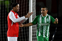 BOGOTA-COLOMBIA, 17-10-2019: Ronaldinho Gaucho ex jugador brasileño Ronaldinho Gaucho se despide de Víctor Aristizábal ex jugador colombiano, durante un partido de exhibición entre Independiente Santa Fe y Atlético Nacional en el estadio Nemesio Camacho El Campín en la ciudad de Bogotá. / Ronaldinho Gaucho Brazilian former player says goodbye to Victor Aristizábal Colombian former player, during an exhibition match between Independiente Santa Fe and Atlético Nacional at the Nemesio Camacho El Campín stadium in the city of Bogota./ Photo: VizzorImage / Luis Ramirez / Staff.