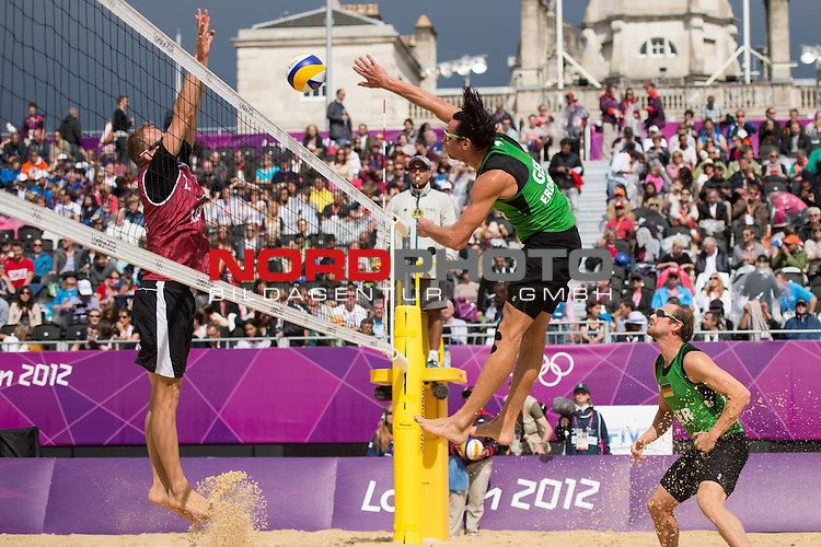 29.07.2012, Horse Guards Parade, London, Great Britain, Olympische Sommerspiele 2012, Beachvolleyball, Vorrunde / Pool E, Jonathan Erdmann / Kay Matysik (GER) vs. Martins Plavins / Janis Smedins (LAT), im Bild Angriff Jonathan Erdmann (GER) gegen Janis Smedins (LAT)<br /> <br /> Foto &copy; nph / Kurth