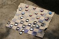 ETHIOPIA, Gambela, board game selfmade with cardboard and beer bottle capsules / AETHIOPIEN, Brettspiel Dame aus Pappe und Kronkorken
