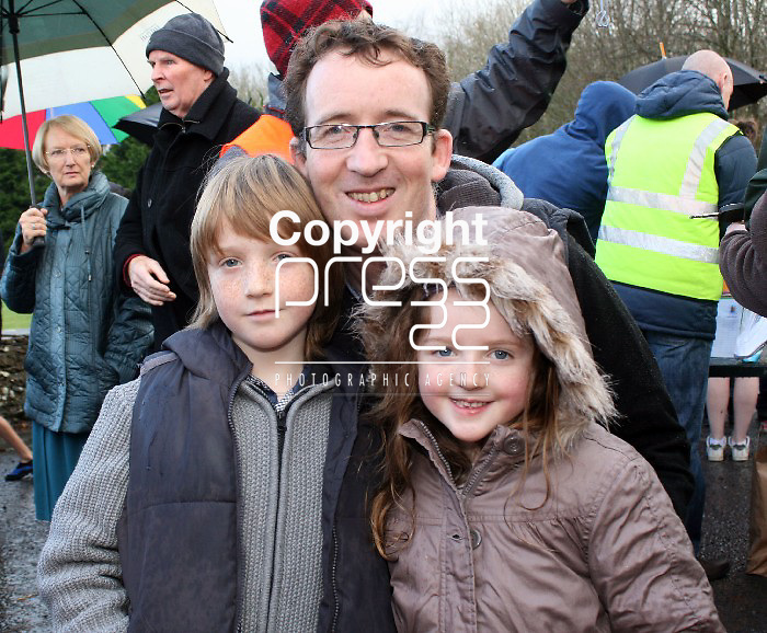 Ray, Darragh and Ruth Hickey, pictured at the Christmas day swim in Killaloe. Picture: Marie McCallan /Press 22
