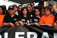 """STO-07. SANTO DOMINGO (REPÚBLICA DOMINICANA), 23/11/2011.- (De izquierda a derecha) El procurador General de la República, Radhamés Jiménez, la primera dama de la nación, Margarita Cedeño, la fiscal Rossana Reyes, y , la ministra de la mujer, Alejandrina Germán, participan en la tercera caminata """"Tolerancia Cero contra la Violencia a la Mujer"""" hoy, miércoles 23 de noviembre de 2011, en Santo Domingo (República Dominicana). La actividad, convocada por la Procuraduría, se realiza con motivo del """"Día Internacional de la Eliminación Violencia Contra la Mujer"""", declarado por la Organización de las Naciones Unidas para el 25 de noviembre. EFE/Orlando Barría"""