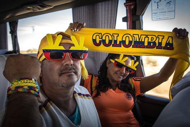 Hinchas de la Seleccion Colombia  Ram&oacute;n Cortez, Virginia Lorena Cort&eacute;zHincha de la Selecci&oacute;n Colombia viaja en omnibus desde Belo Horizonte hacia Brasilia a lo largo de 15 horas de trayecto para acompa&ntilde;ar a su equipo en el proximo encuentro contra Costa de Marfil , el 16 de junio de 2014<br /> Moscia/Archivolatino<br /> <br /> COPYRIGHT: Archivolatino<br /> Solo para uso editorial, prohibida su venta y su uso comercial.