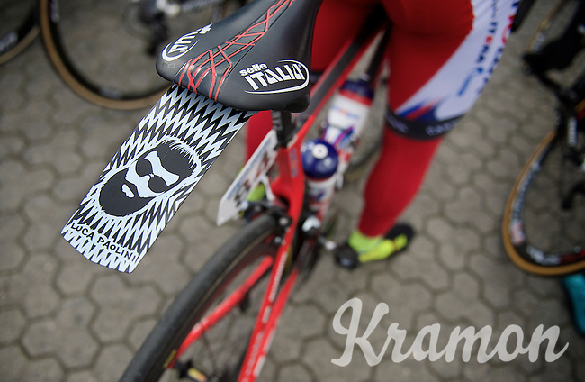 coolest ass-saver to date, by Luca Paolini (ITA/Katusha)<br /> <br /> 3 Days of De Panne 2015