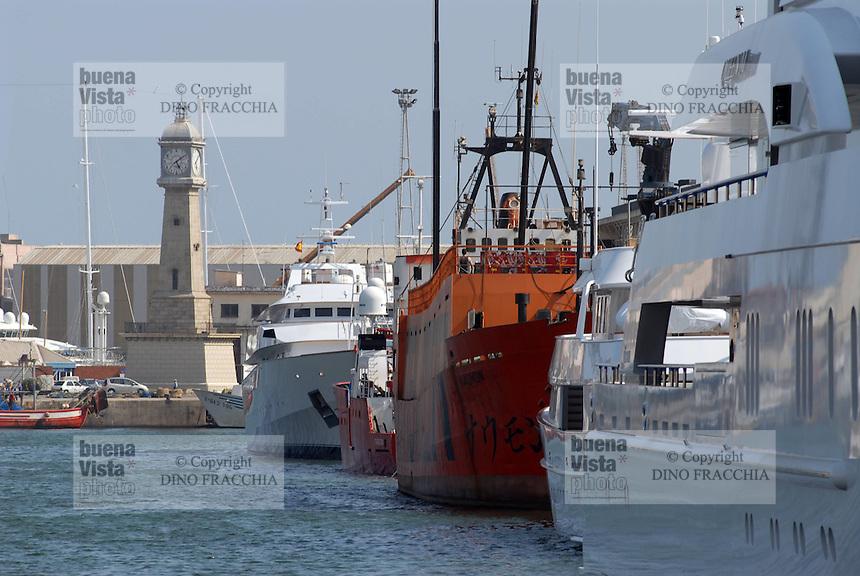 - Barcelona, the harbour and the Clock Tower....- Barcellona, il porto e la Torre dell'Orologio....