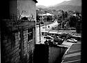 Turquie 1998.Vue de la chambre d'hotel à Hakkari.Turkey 1998.View on an armoured vehicle from a window  in Hakkari